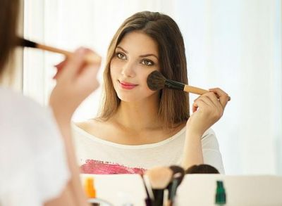 You can also look beautiful in less makeup, follow these tips