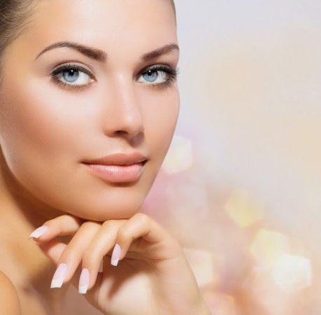 चेहरे को खूबसूरत बनाने के लिए करें हल्दी, नारियल पानी और केले का इस्तेमाल