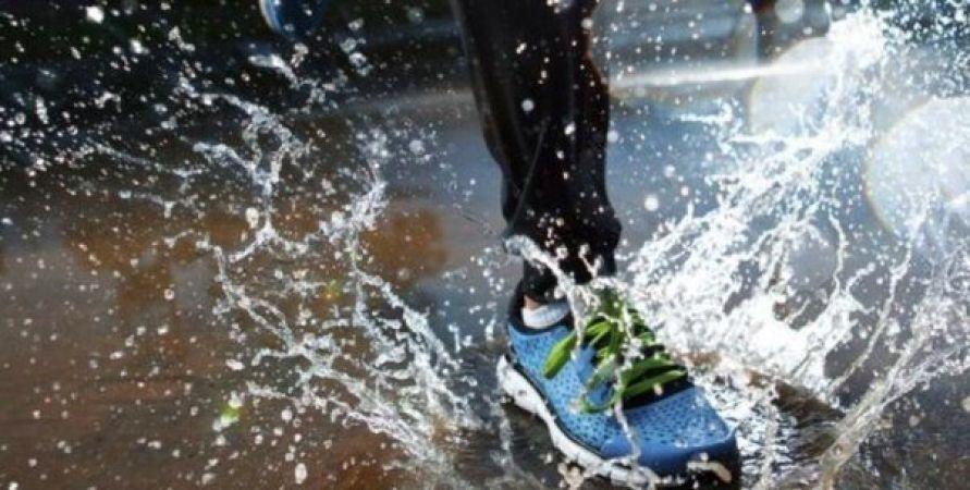 बारिश में पहने स्पोर्ट्स शूज, रखे इन बातों का ध्यान