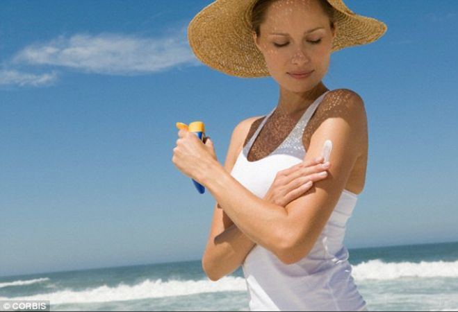 धूप में जाने से पहले त्वचा पर ना करें इन चीजों का इस्तेमाल