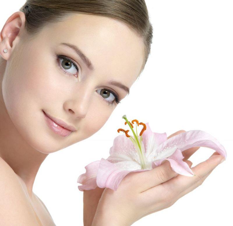 त्वचा में नेचुरल निखार लाने के लिए करें प्राकृतिक चीजों का इस्तेमाल
