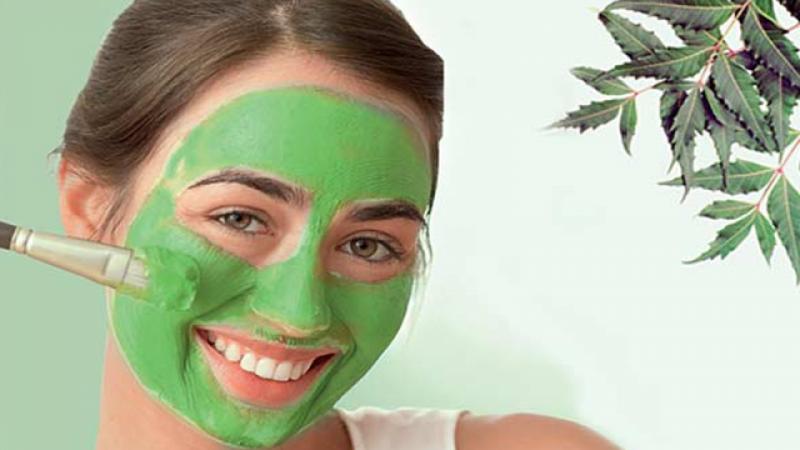 त्वचा को खूबसूरत बनाने के लिए लगाएं नीम और शहद का फेस मास्क