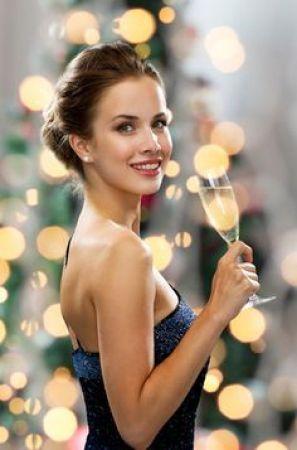 New Year पार्टी में दिखना है सबसे अलग तो फॉलो करें ये टिप्स