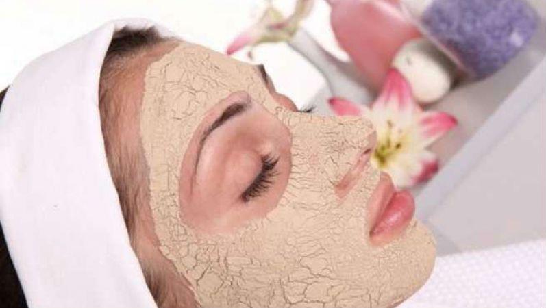 शादी से पहले चेहरे पर ग्लो लाना है तो करें चन्दन का उपयोग