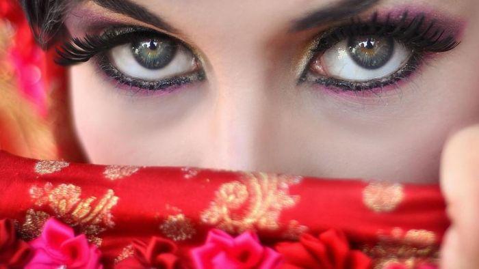 आँखों को खूबसूरत दिखाने के सिंपल टिप्स