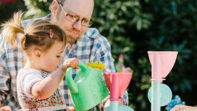 अधिक उम्र में बनते हैं पिता, तो बच्चों को ये होता है फायदा