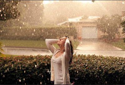 बारिश में भीगने के होते हैं कई फायदे