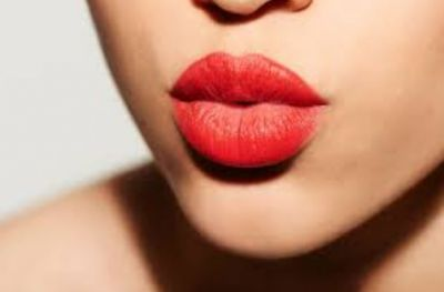 Use these Makeup Tricks to get fuller lips!