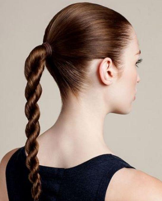 क्या आप भी बांधती हैं बालों को टाइट, हो सकती हैं गंजी