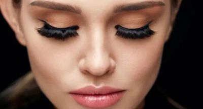 Beware! Artificial eyelashes can damage your eyes
