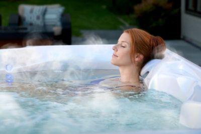 Fair Skin चाहती हैं तो नहाने के पानी में मिलाएं नमक और देखें फायदे