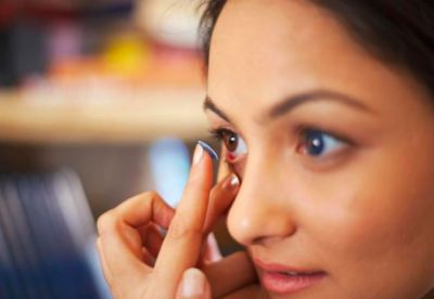 Follow these makeup tips for wearing contact lenses