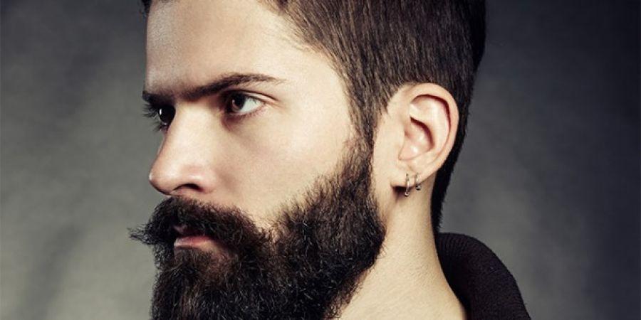 दाढ़ी और मूंछ के बालों को काला करता है करी पत्ता