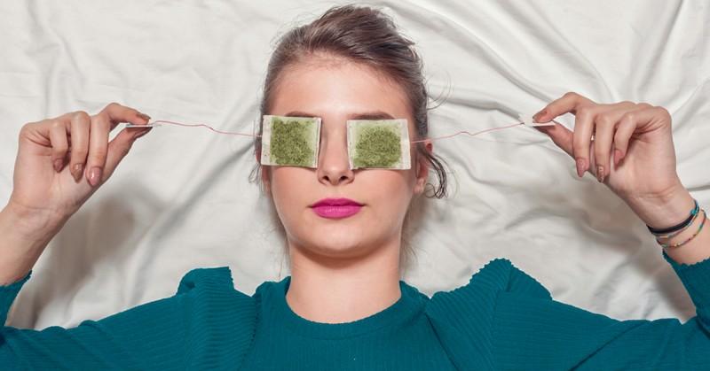 क्या आपकी भी आँखों में छा गई है थकान तो अपनाएं ये खास तरीका