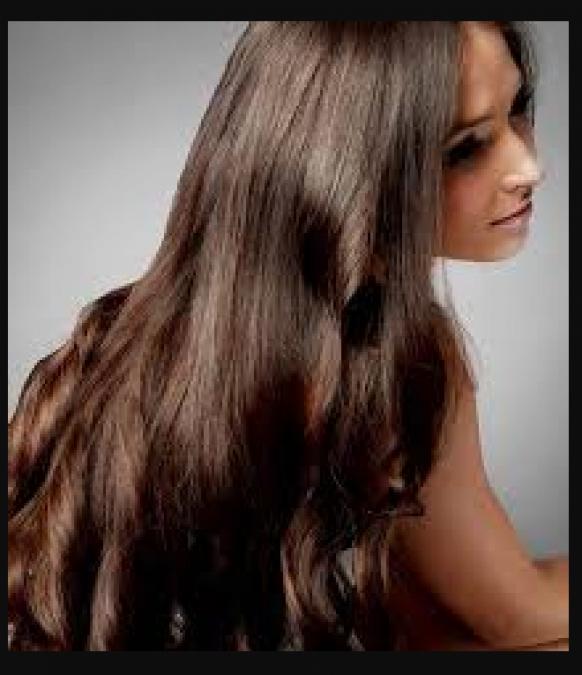 बालो को सिल्की और स्मूथ बनाने के लिए लगाए गुलाब जल, जाने तरीका