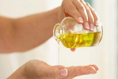 सर्दी के मौसम में इस खास तेल से करें त्वचा की देखभाल