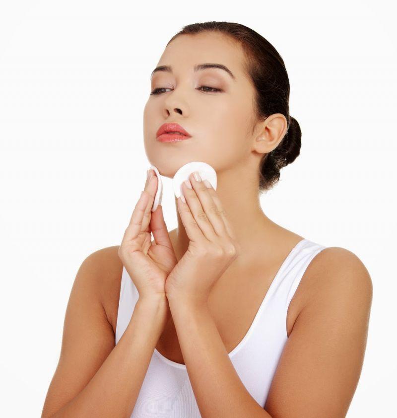 त्वचा को साफ करने के लिए साबुन की जगह करें होममेड क्लींजर का इस्तेमाल