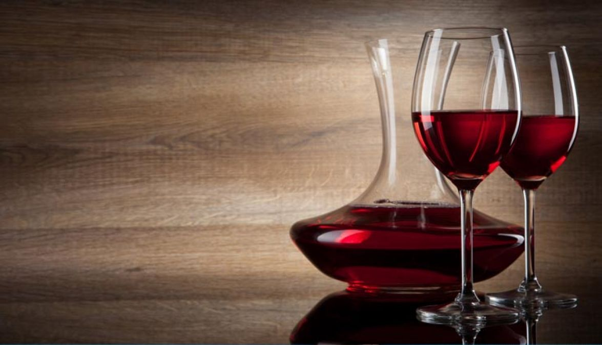 Red wine facial: Red Wine Face Packs For Skin Whitening