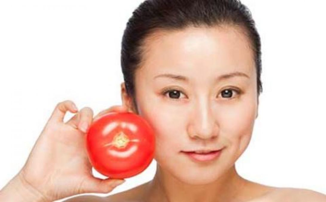 This tomato facial helps you get glowing skin, Know its benefits