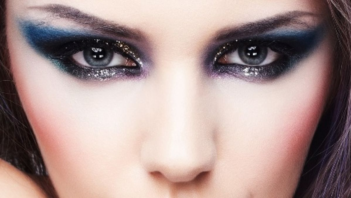 Follow special makeup tips to get Smokey Eye