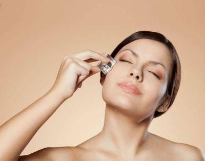 चेहरे के ओपन पोर्स के लिए काम आ सकता है आइस क्यूब