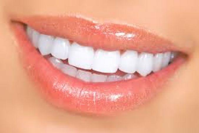 नींबू के रस से इस तरह दूर होगा दांतों का पीलापन