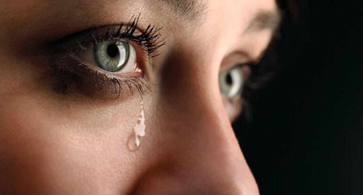 गले को साफ करने में सहायक साबित होगा आपका रोना