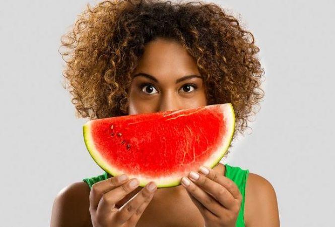 गर्मी में अपनी डाइट में शामिल करें ये फल, होगा लाभ