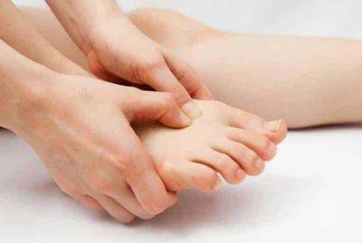 इस कारण पैरों में बढ़ जाता है इंफेक्शन का खतरा