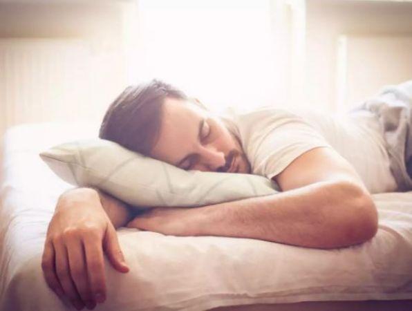 रात को खाली पेट सोने से हो सकते हैं आप बीमार...