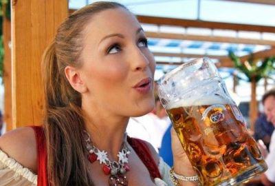 ड्रिंक करने वाली लड़कियों में होती हैं कई खास बातें, होती हैं कूल