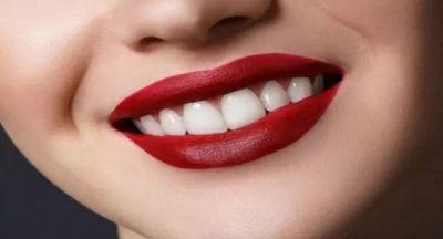 दांतों को खूबसूरत और मजबूत बनाने के लिए ये फ्रूट्स आएंगे काम
