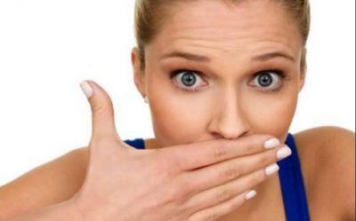 मुंह से दुर्गंध आने के हैं कई कारण, हो सकते हैं इन बिमारियों के संकेत