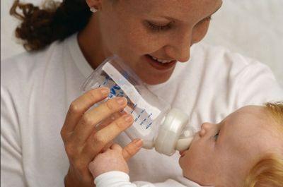 बच्चों को बॉटल से दूध पिलाना हो सकता है सेहत के लिए खतरनाक