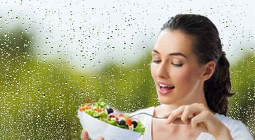 बारिश के मौसम में स्वस्थ रहने के लिए अपनाएं ये छोटे-छोटे टिप्स