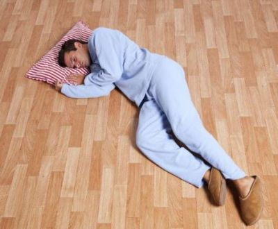 Sleeping on the ground relieves stress, learn other benefits