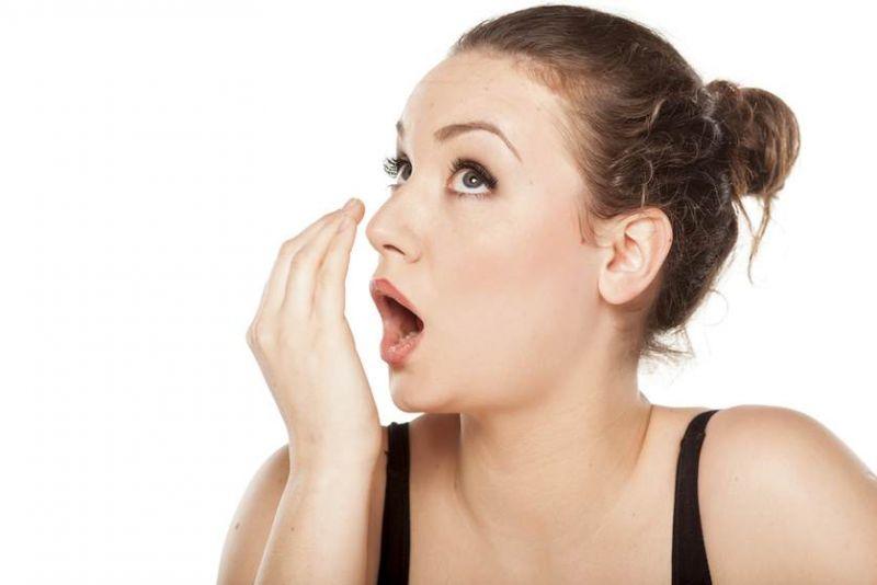 मुंह की दुर्गन्ध कर सकती है आपको शर्मिंदा, इस तरह होगी दूर