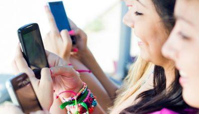 आपका स्मार्टफोन ही तो नहीं बन रहा है शरीर के दर्द का कारण