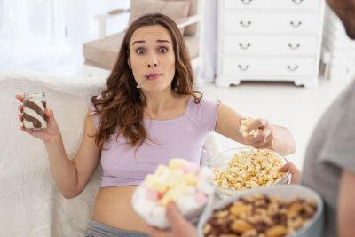 प्रेगनेंसी में इसलिए होती है अजीबोगरीब चीज़ें खाने का मन, लेकिन हो सकता है नुकसान