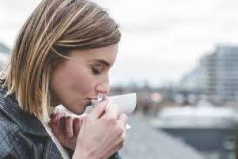 सुबह एनर्जी देने वाली चाय आपके लिए परेशानी भी ला सकती है, जानिए कैसे