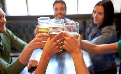 आँखों के काले घेरे बढ़ाती है शराब, जानिए इसके और भी नुकसान
