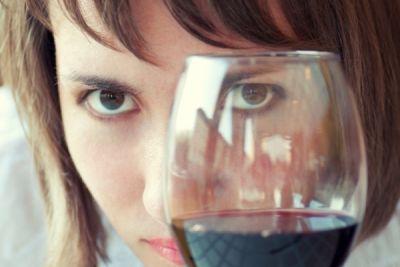 शराब के सेवन से हो सकता आँखों को नुकसान