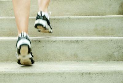 सीढ़ियां चढ़ने से हो जाएंगे फ्रेश