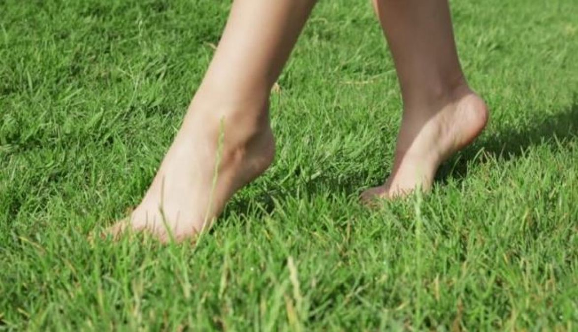 Walk barefoot on grass and avoid these diseases
