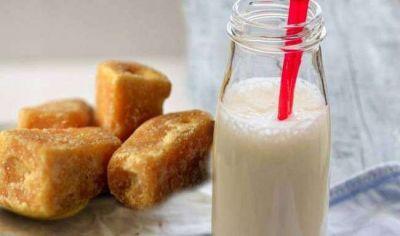 दूध में गुड़ मिलकर पीने से होंगे कई लाभ, जोड़ों के दर्द से मिलती है राहत