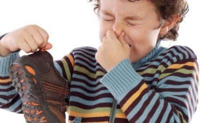 गर्मी में करें ये उपाय, नहीं आएगी जूतों से बदबू