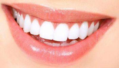चमकदार दांतों के लिए यह है चमत्कारी उपाय