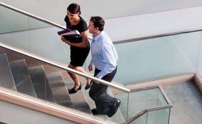 सेहतमंद रहने के लिफ्ट की जगह करें सीढ़ियों का इस्तेमाल