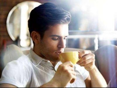 आप भी पीते हैं खाली पेट चाय, तो जान लें इसके नुकसान