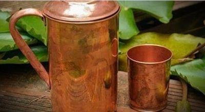 गठिया रोग को दूर करने में बेहद फायदेमंद है तांबे के बर्तन में रखा पानी